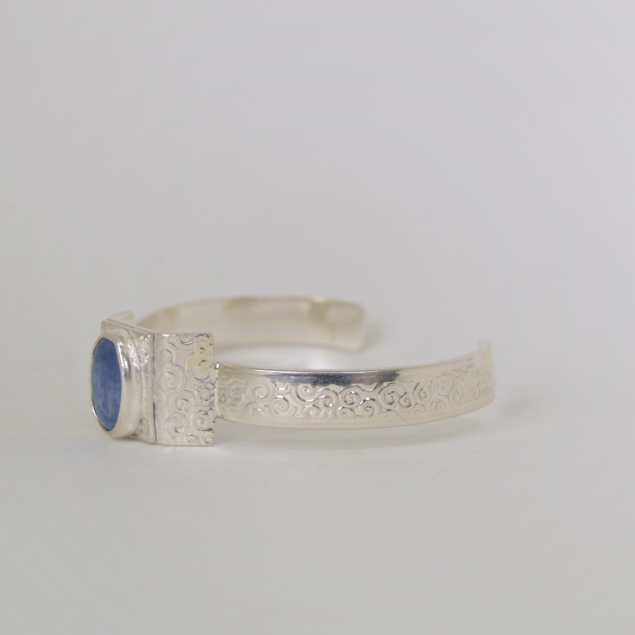 ring gold pin this it made has of drop kyanite rings a shape is statement solid engagement