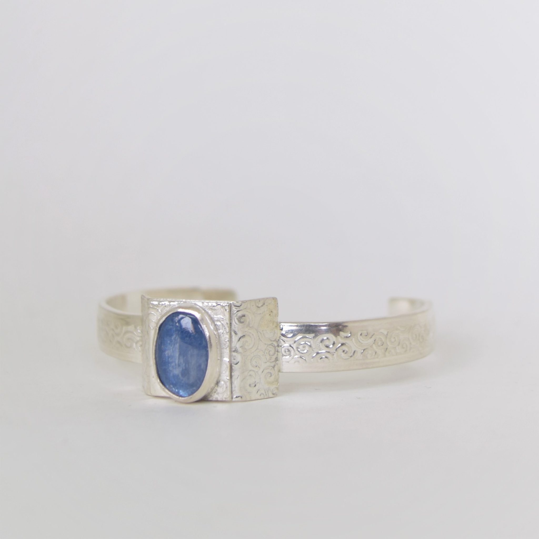 rings img products kyanite taiga blue rose